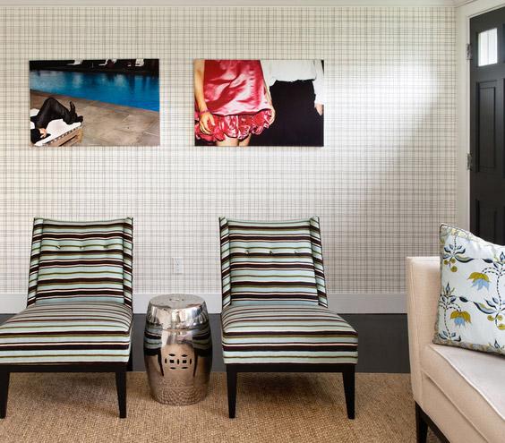 dvi kėdės, du paveikslai