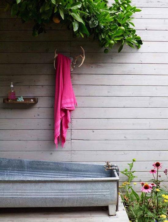 metalinė lauko vonia, medinė siena