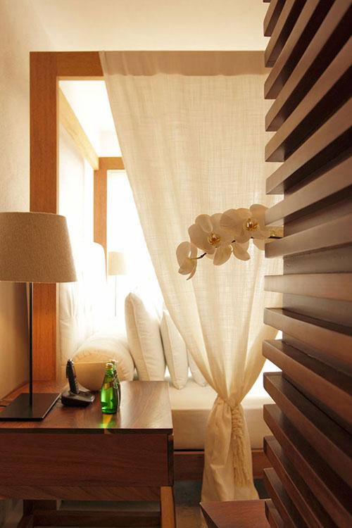 Casa-Almare-Elias-Rizo-Architects-miegamasis, balta užuolaida