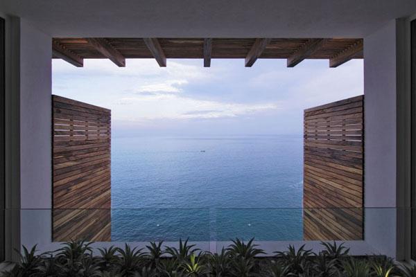 Casa-Almare-Elias-Rizo-Architects-vaizdas į jūrą pro langą
