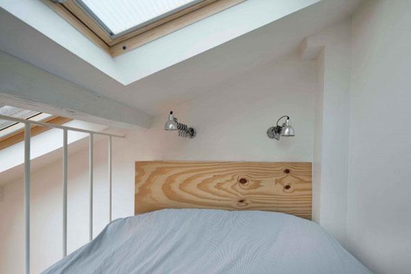 25 m2 miegamasis palėpėje, lova