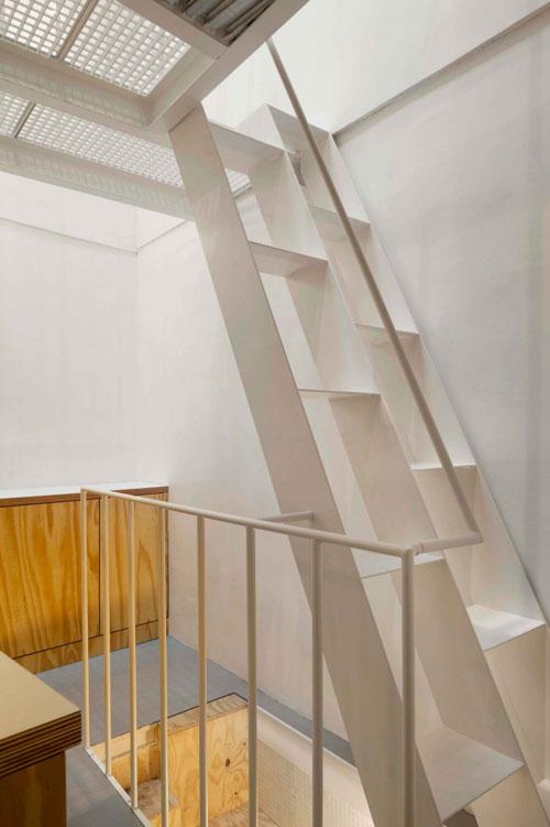 25 m2 butas, laiptai, metaliniai turėklai
