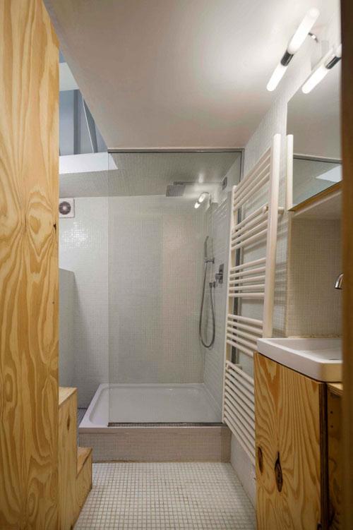 25 m2 butas, vonios zona