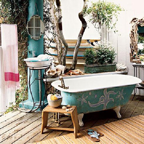vintažinė, melsva lauko vonia