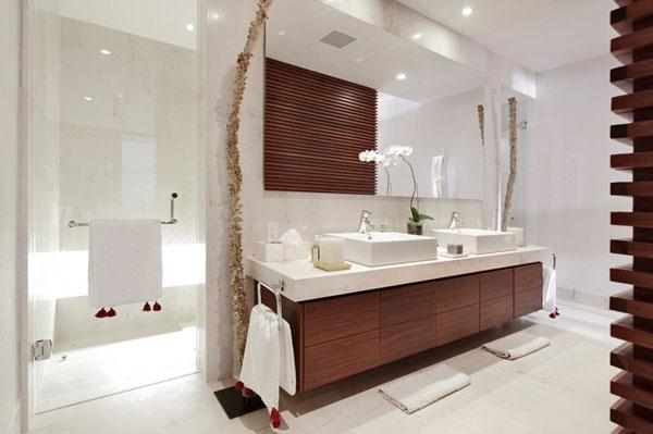 balta vonia, medinės spintelės