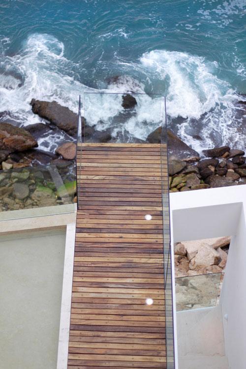 medinės terasos vaizdas iš viršaus, jūros krantas