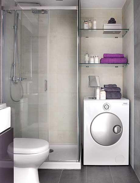 40 m2 buto vonia, stiklinės lentynos virš skalbimo mašinos