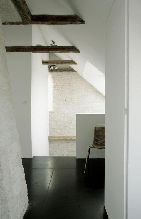 medinės sijos laiptinė, antro aukšto koridorius