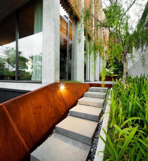 namo fasadas, laiptai į baseiną