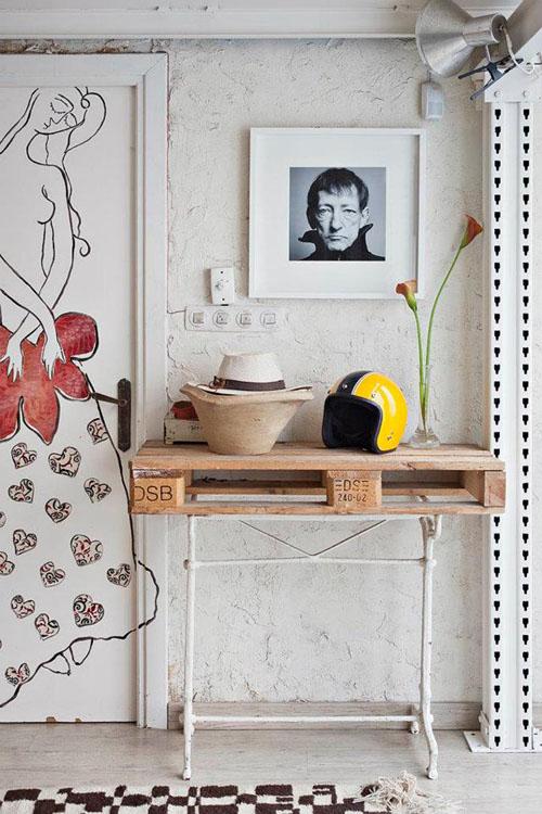 balta fotografijos studija namai, stalas iš paletės, paveikslas, nuotrauka