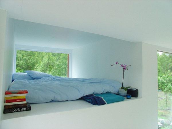 24 m2 namo interjeras, miegamojo langas