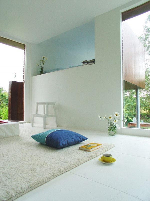 24 m2 namo interjeras, laiptukai į miegamąjį