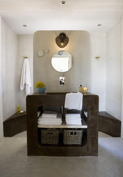 vonios veidrodis, ruda spintelė