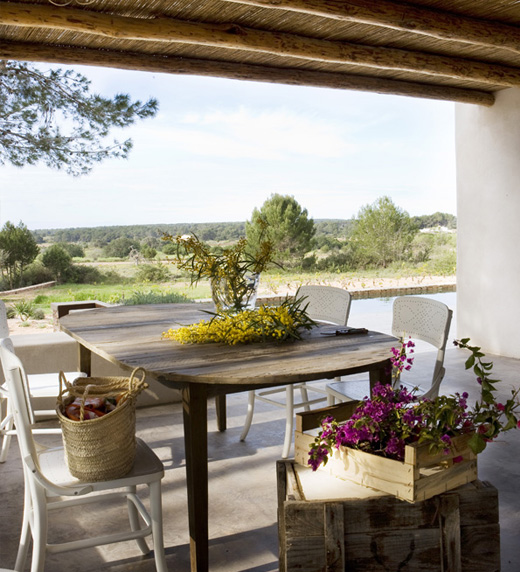 valgomasis stalas verandoje