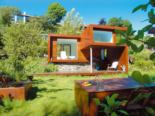 24 m2 namas fasadas, kiemas