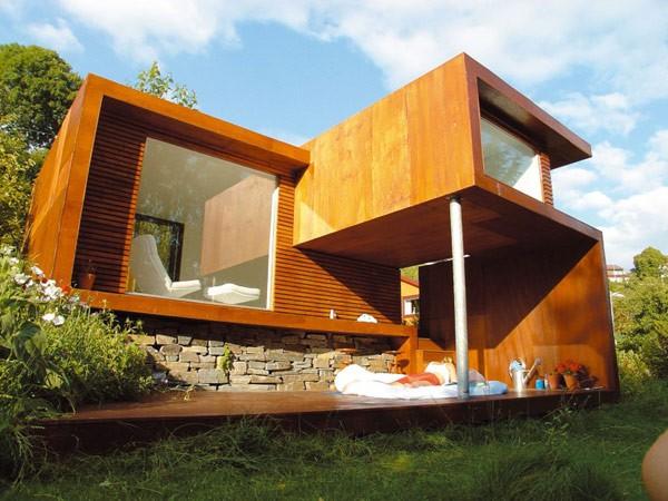 nedidelis namas, fasadai, ruda spalva