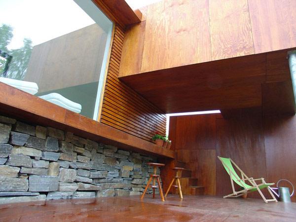 24 m2 namas fasado medinės, akmens detalės