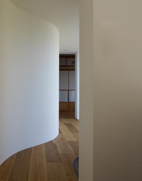 lenkta siena koridoriuje