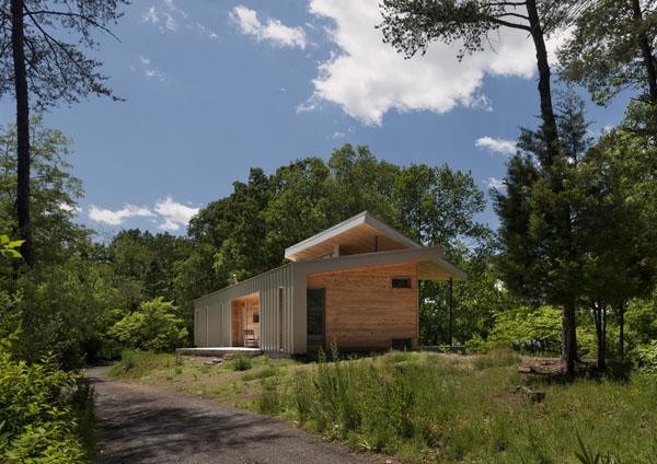 Ridgehouse, namo fasadas iš toliau