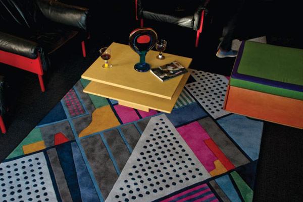 Raštuoti kilimai, įvairios geometrinės formos, spalvos