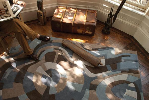 Raštuoti kilimai, lenktos linijos, melsva ruda