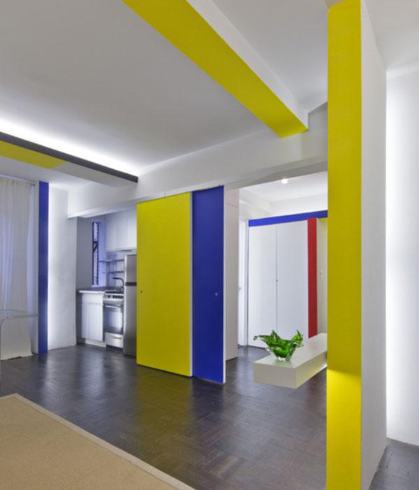 mondrian linijos, spalvos, virtuvė už stumdomų durų