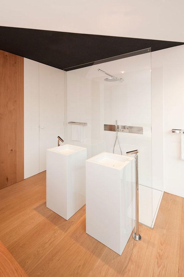 dušas, kriaukles bendroje erdvėje miegamajame