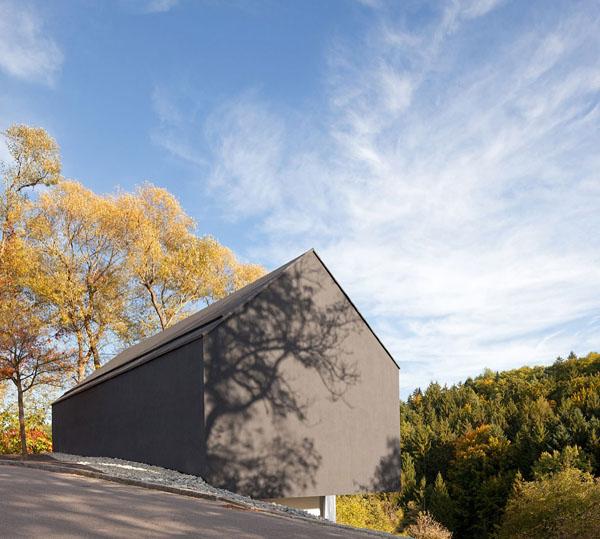 juodas slaitinis stogas