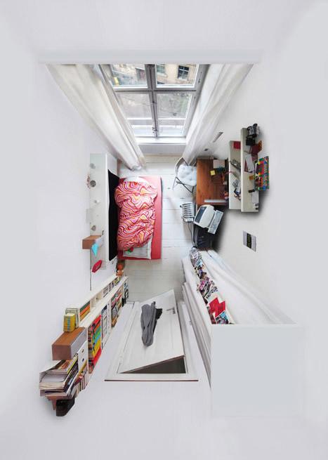 kambario interjeras is virsaus, raudona lova