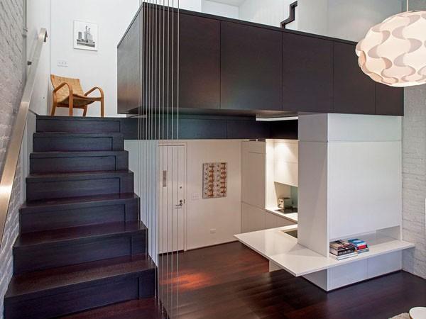 nedidelis butas per kelis aukštus