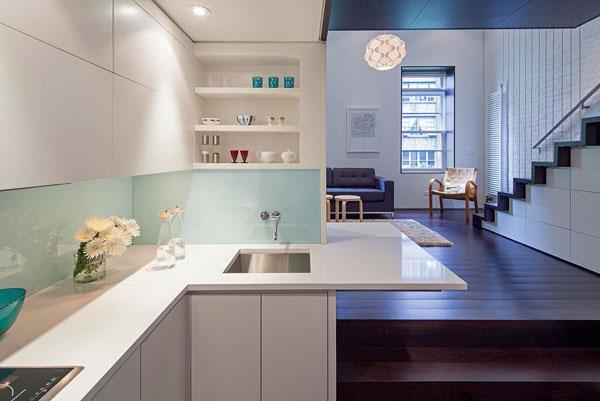 nedidelis butas per kelis aukštus, virtuve