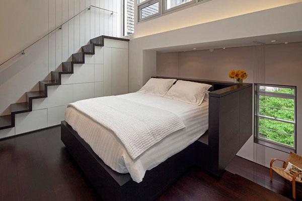 nedidelis butas per kelis aukštus, miegmasis