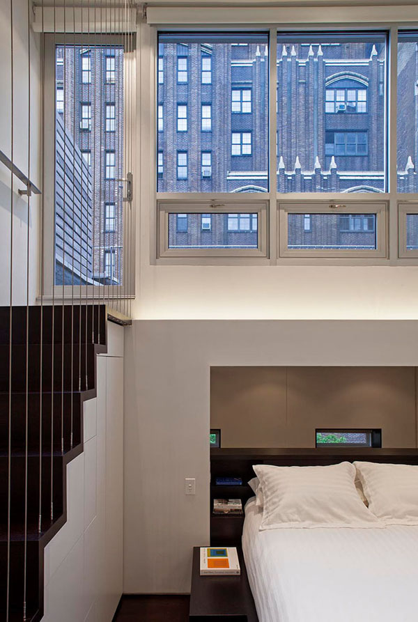 nedidelis butas per kelis aukštus, laiptai i terasa