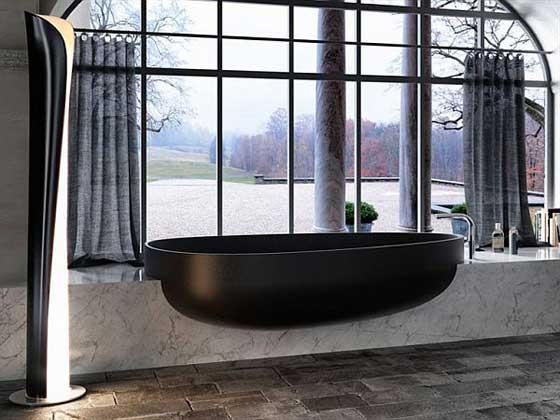 juoda vonia, vaizdas pro langa
