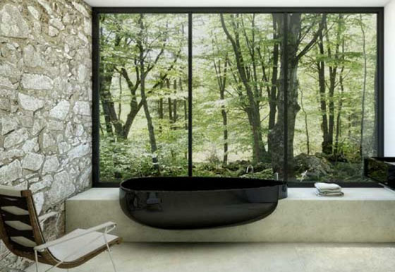 juoda vonia didelis langas