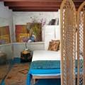 Natūralios medžiagos ir paviršiai namo interjere Menorkoje