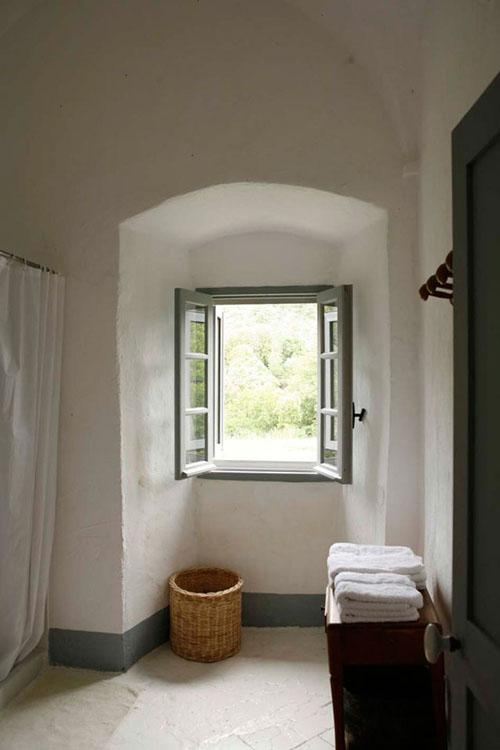 arkinis langas storoje sienoje
