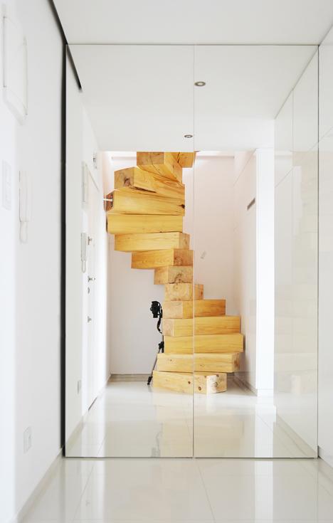 medzio brusu laiptai stiklo durys