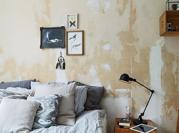 pasteliskai gelsva ruda balta miegamajame, lova