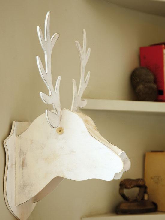 baltas medinis elnias galva