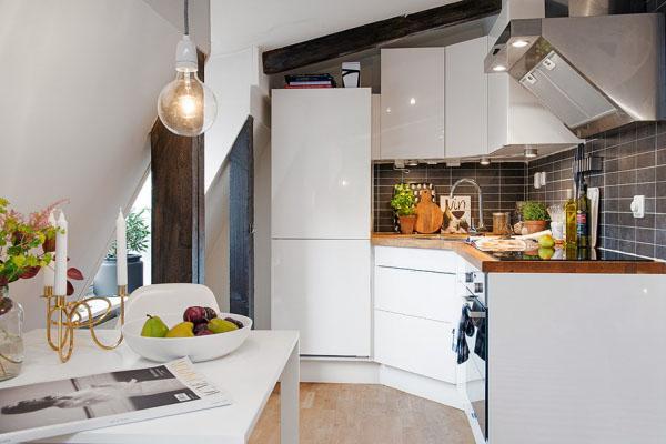 balti baldai virtuveje