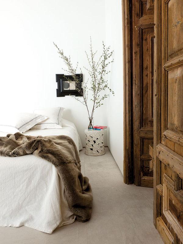 masyvios medines durys miegamasis