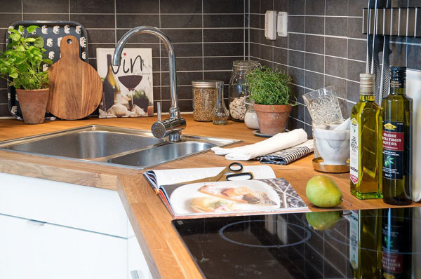 virtuves baldu komplekto stalvirsis daiktai