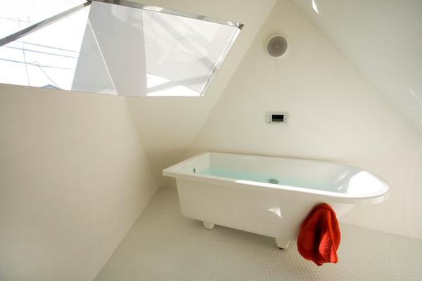 mazas namas vonia tokijuje