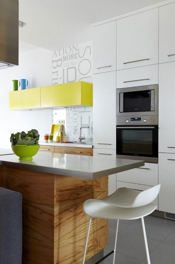 geltonos medines spinteles baras virtuveje