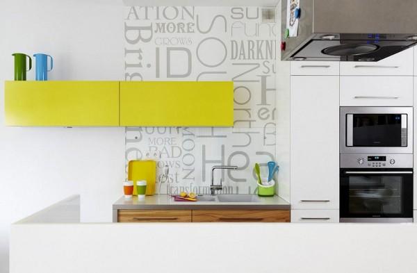 geltonos spinteles raides medis virtuveje