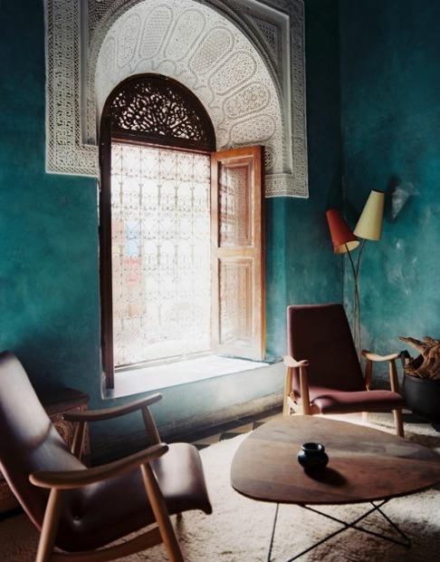 arkinis langas turkio spalvos sienos