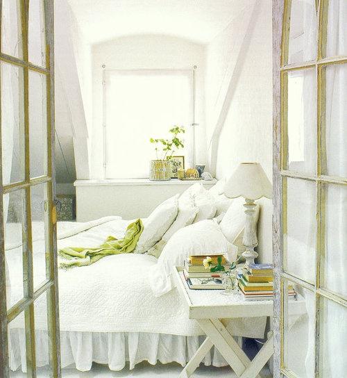 balta patalyne gelsva zalsva spalvos miegamasis
