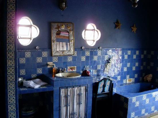 blue-bathroom-design-ideas-019
