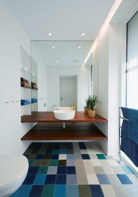 blue-bathroom-design-ideas-16-554x791